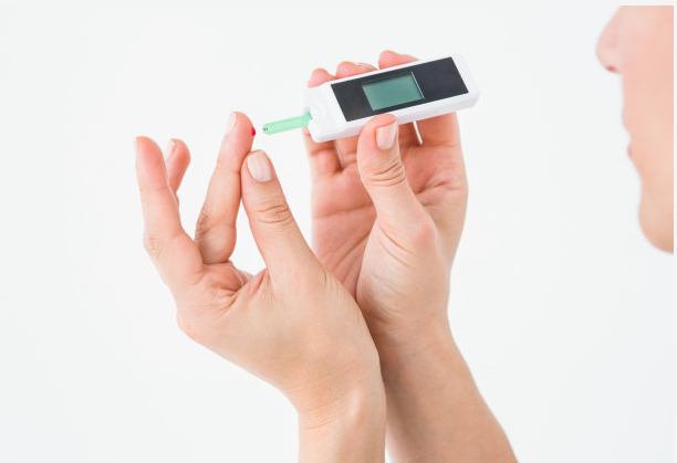 diabetes-treatment-home-blood-sugar-test-glucometer-smbg