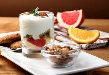 low-cholesterol-gut-friendly-healthy-recipe-oatmeal-yogurt-bowl