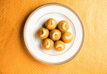 navratri-special-indian-healthy-recipes-moong-dal-laddoo