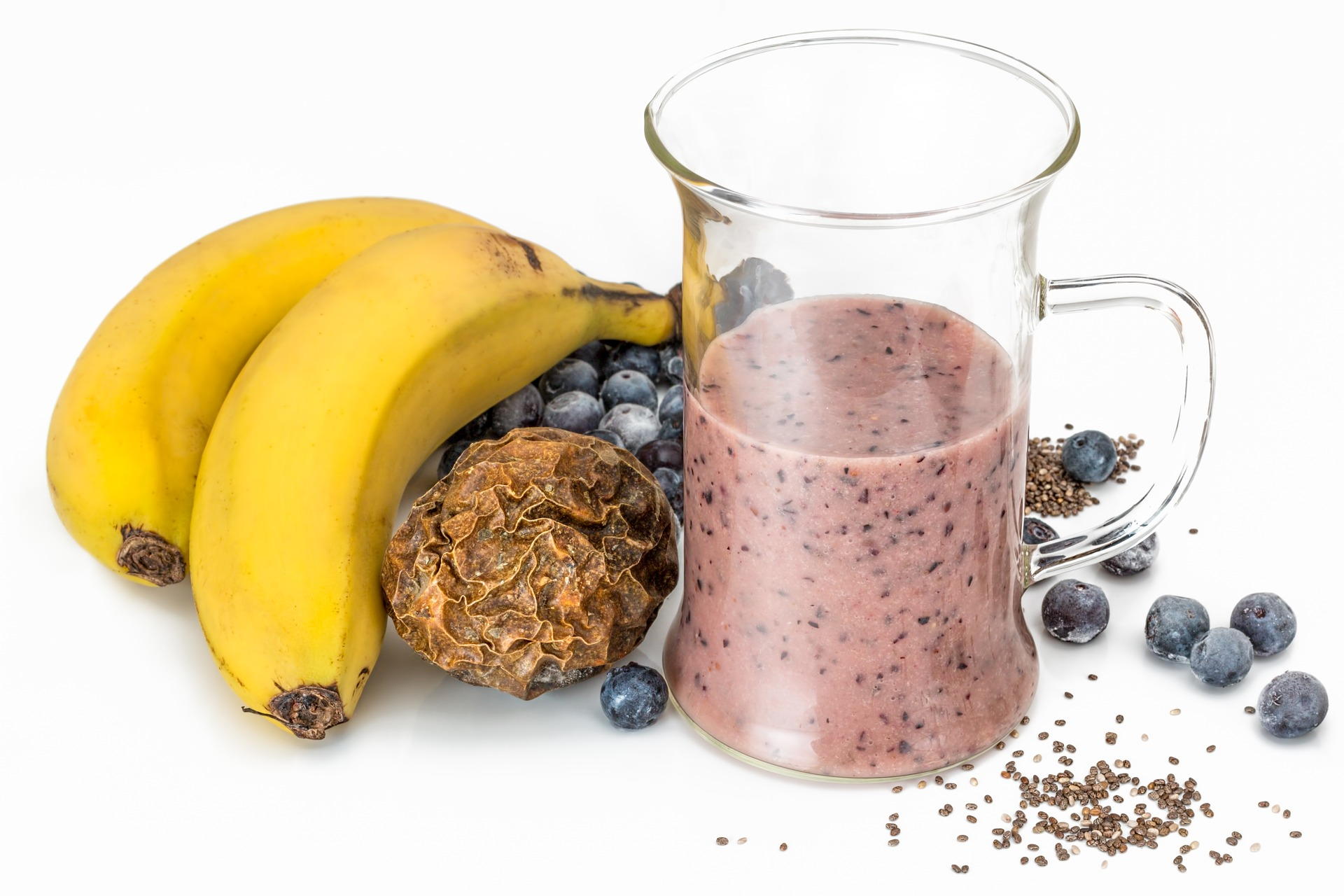 Banana, berries, oats smoothie for healthy heart